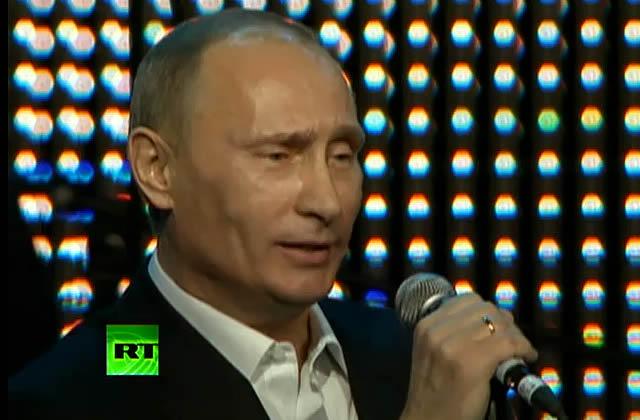 Vladimir Poutine chante Blueberry Hill pour les enfants malades