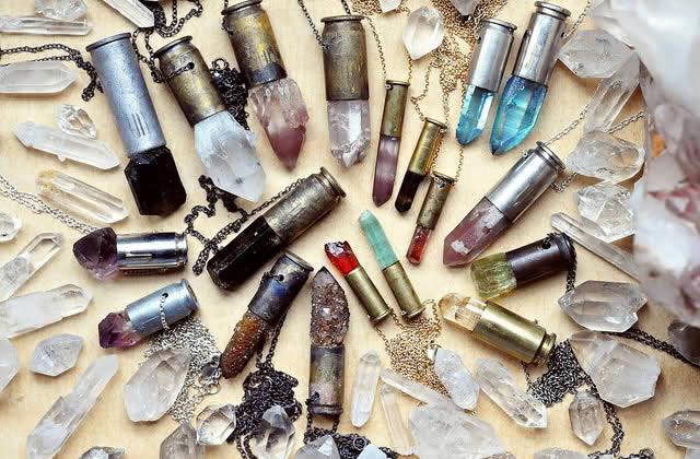 Tendance bijoux : pierres minérales & matières brutes