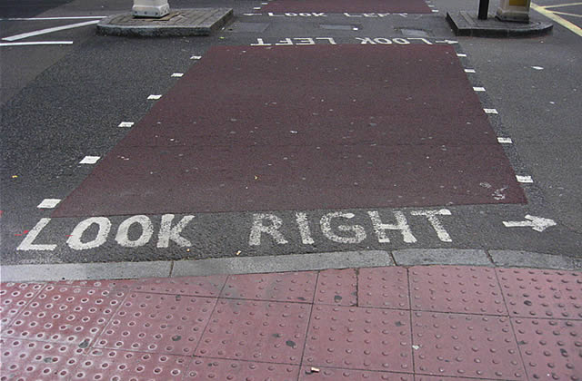 Look right, look left (Chroniques Londoniennes #4)