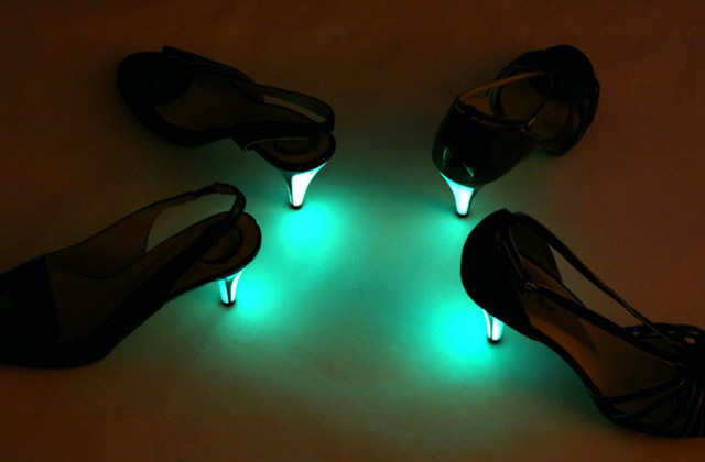Mardi c'est pas permis : les chaussures fluorescentes Little Moon