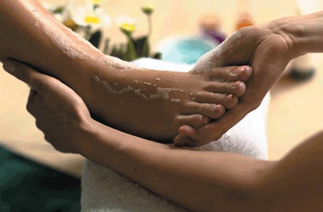 Découvre les bons gestes de pédicure pour prendre soins de tes pieds