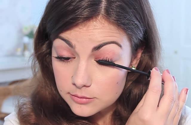 Tutos vidéos : comment poser l'eye liner et le mascara