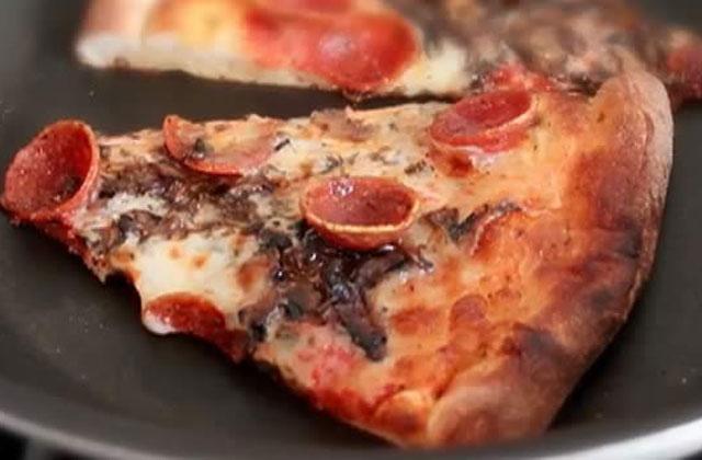Comment réchauffer une pizza et la rendre croustillante ?