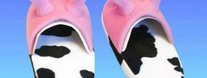 Le coussin et les chaussons pis de vache – Idée cadeau pourrie #11
