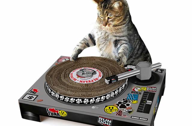 Le grattoir pour chat-DJ – Idée cadeau pourrie #10