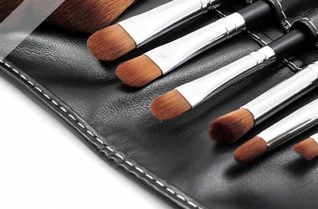 Maquillage du teint : Houppette, Pinceau ou Eponge ?