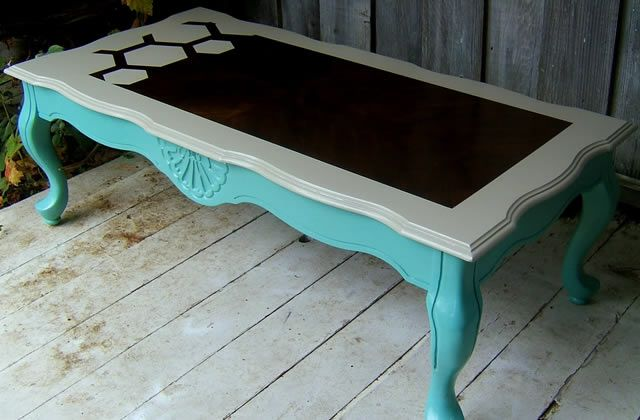 Customiser de vieux meubles for Peinture table basse