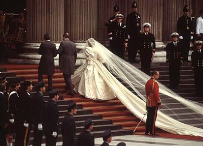 La Plus Longue Robe De Mariee Du Monde
