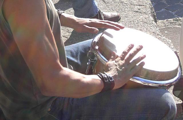 Lettre ouverte au gars qui joue du djembé