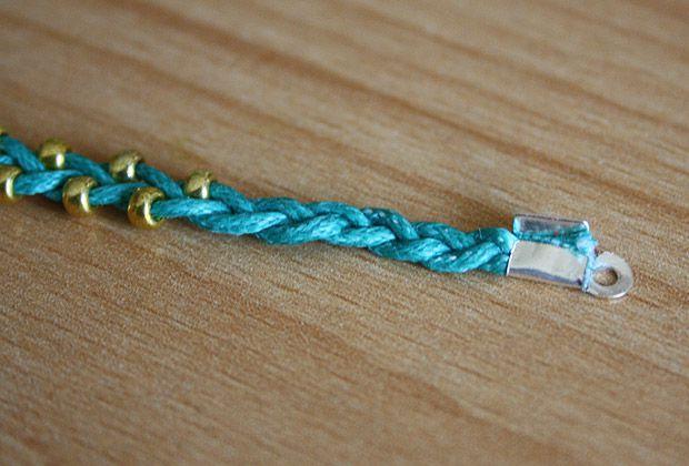 realiser bracelet porte bonheur etapes