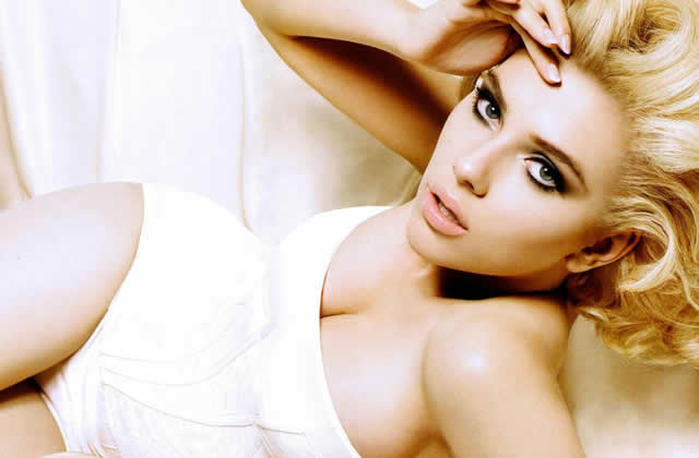 Get the attitude : Scarlett Johansson