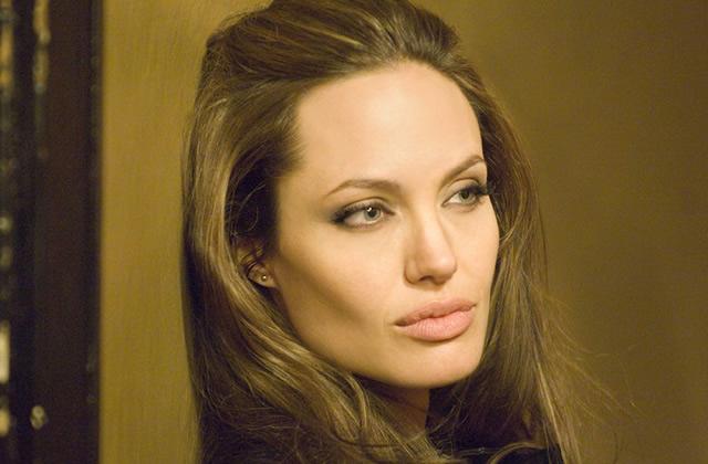 Angelina Jolie raconte son ablation des seins dans une tribune