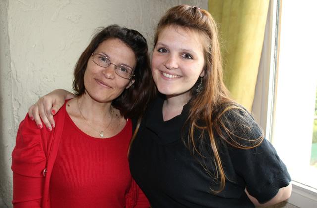 Mère-Fille : Angélique, 27 ans et Dominique