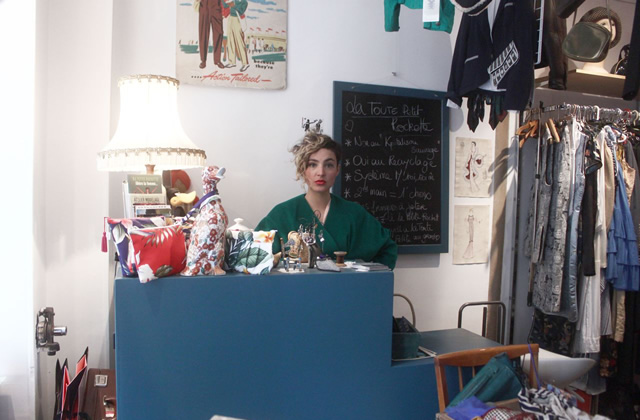Dans le dressing d'Anaïs, gérante de friperie solidaire