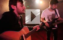 Puggy joue « Goes Like This » en acoustique