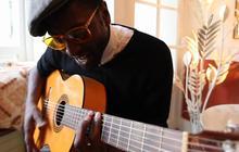 Keziah Jones et sa technique de guitare fantastique
