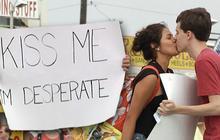 Kiss Me, I'm Desperate : comment embrasser une inconnue sans être relou