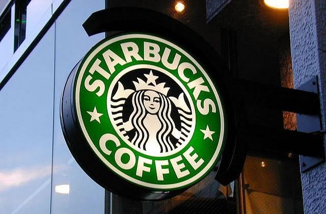 Une femme mange Starbucks tous les jours pour un défi