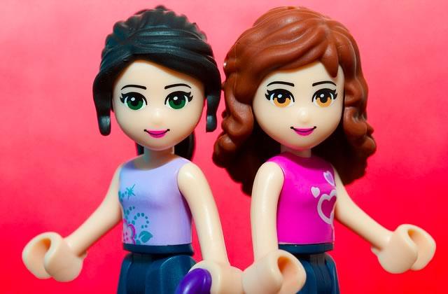 Une petite fille demande des Lego-filles badass