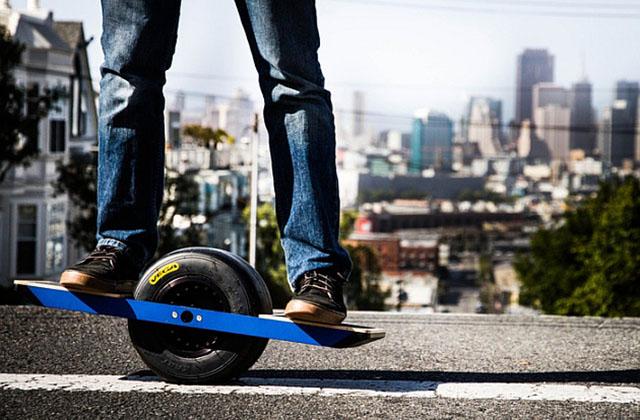 OneWheel : le skateboard du futur n'a qu'une roue et un moteur