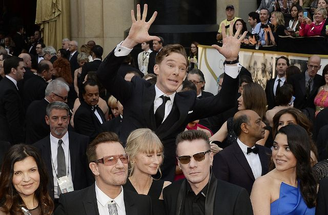 Benedict Cumberbatch photobombe U2 sur la musique des Dents de la Mer