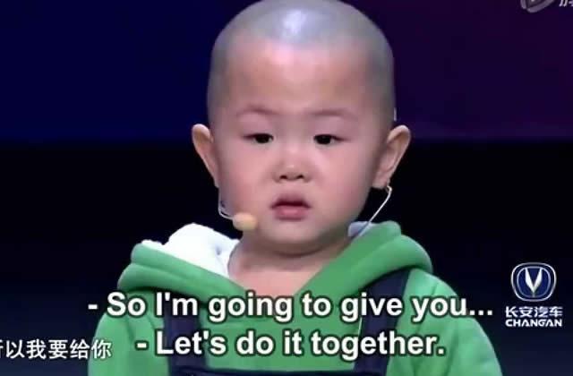 Ce petit Chinois de 3 ans danse (et fait le robot) à merveille
