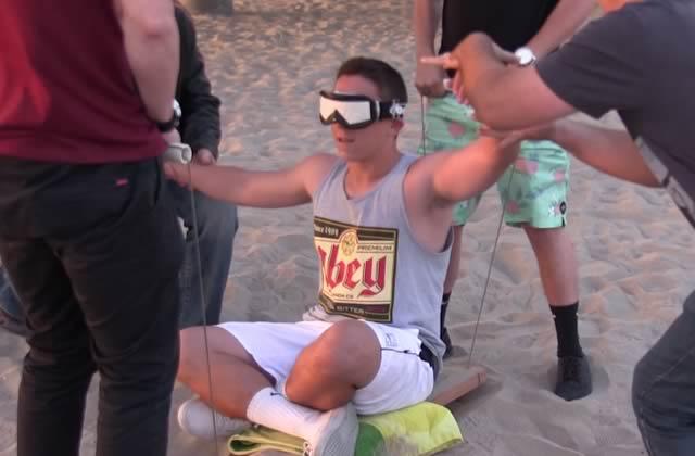 Un magicien fait (presque) voler des gens sur la plage