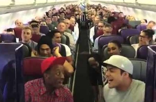 Le cast du Roi Lion monte dans un avion…