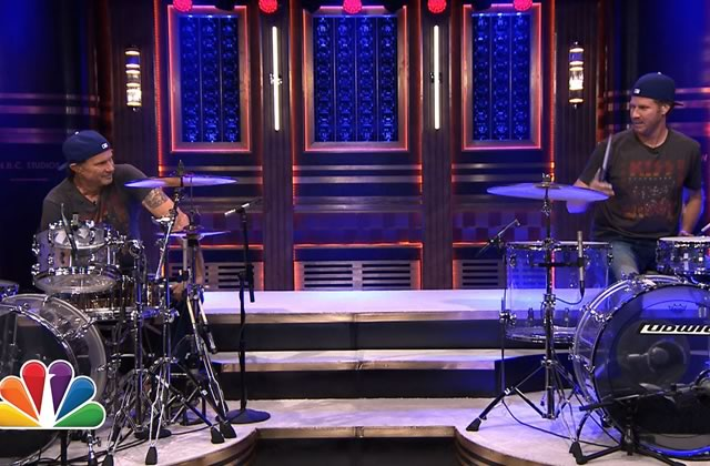 Will Ferrell et Chad Smith s'affrontent à la batterie