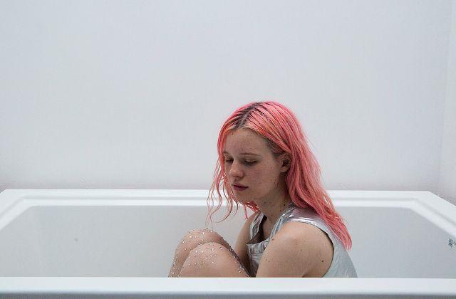 Arvida Byström, une photographe choc enrobée de sucre