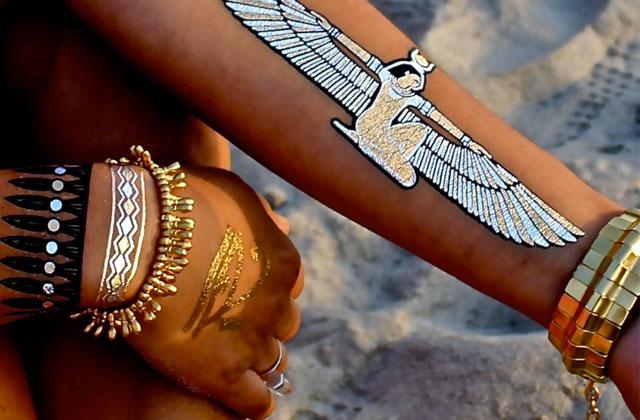 Les tatouages ph m res dor s une tendance phare de l 39 t 2014 - Tatouage ephemere dore ...