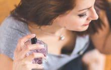 Comment faire tenir son parfum ? Tous nos conseils et astuces