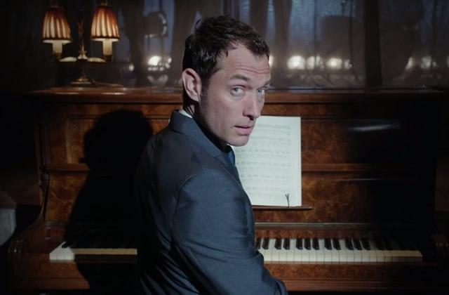 Jude Law danse dans un court-métrage pour le whisky Johnnie Walker