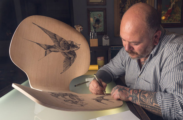 Des chaises Grand Prix tatouées pour une exposition