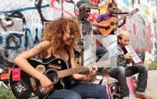 Flavia Coelho chante « Por Cima » en acoustique