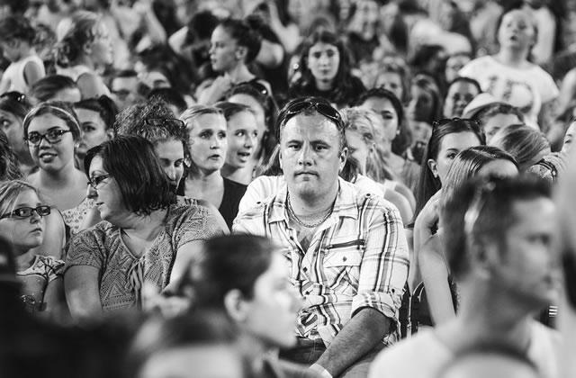 Les papas à un concert des One Direction au coeur d'un hommage poignant