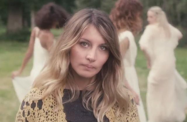 « La Belle Affaire », le nouveau clip aérien de Coralie Clément