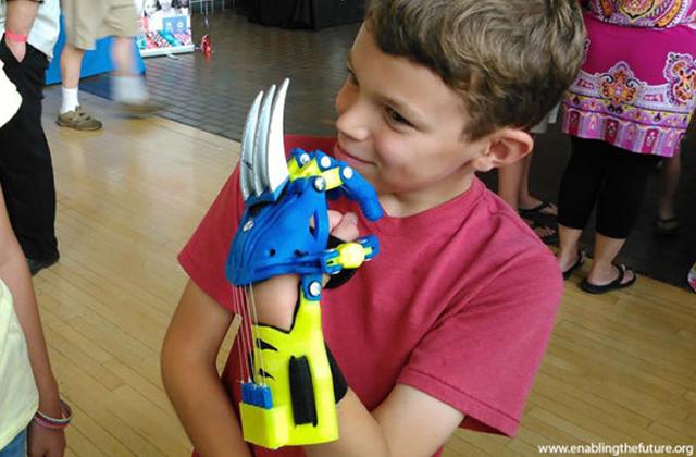 Des prothèses super-héros pour les enfants handicapés