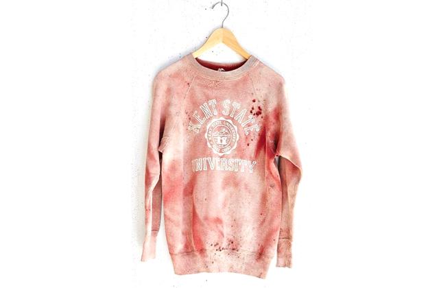 Le sweatshirt ensanglanté d'Urban Outfitters retiré de la vente