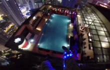 Du base jump dans une piscine