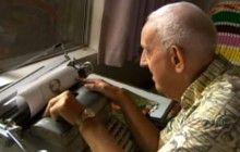 Les superbes oeuvres à la machine à écrire de Paul Smith, atteint de paralysie cérébrale