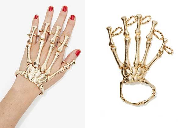 Le bijou de main façon squelette de NastyGal — WTF Mode