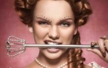 Les bijoux pour sourcils, la nouvelle tendance beauté signée Benefit