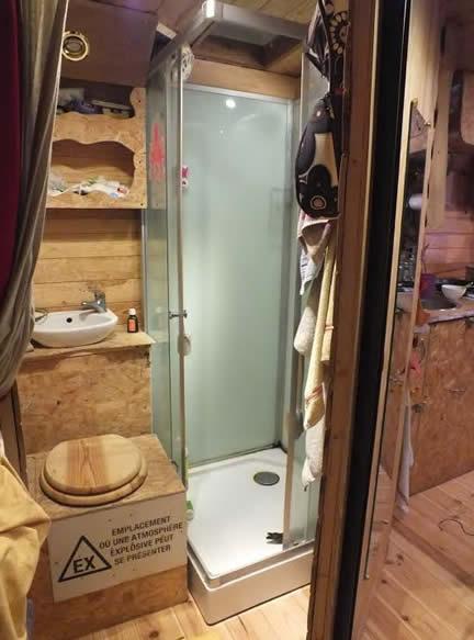 camion aménagé salle de bain