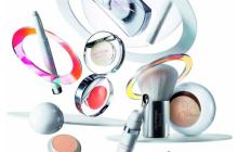 Estée Lauder et Courrèges collaborent pour une collection de maquillage