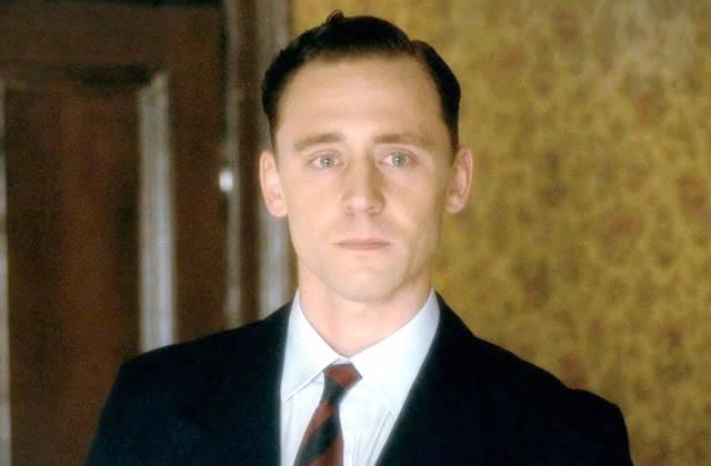 Tom Hiddleston vous souhaite un Joyeux Noël en chanson