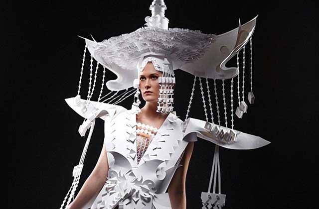 Les incroyables robes en papier de l'artiste Asya Kozina