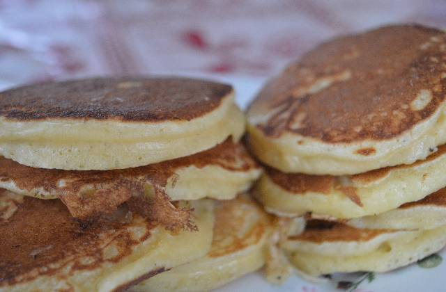 les pancakes aux pommes recette pour le go ter. Black Bedroom Furniture Sets. Home Design Ideas