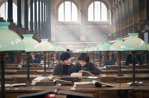 filles-travaillant-bibliothèque