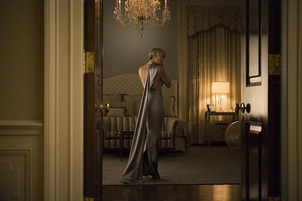 claire-underwood-robe-ralph-lauren